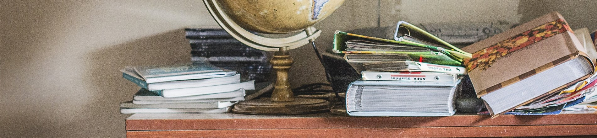 Picture of globe and books on table.